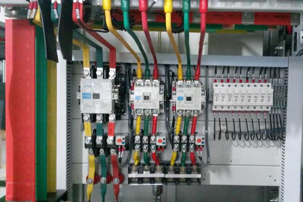 动力柜内部的铜排及接线结构