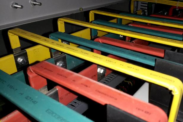 动力柜内部铜板分布